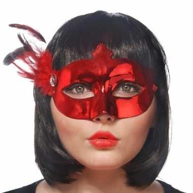 Rode oogmaskers met veren voor dames