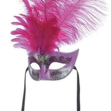 Roze masker met lange veren